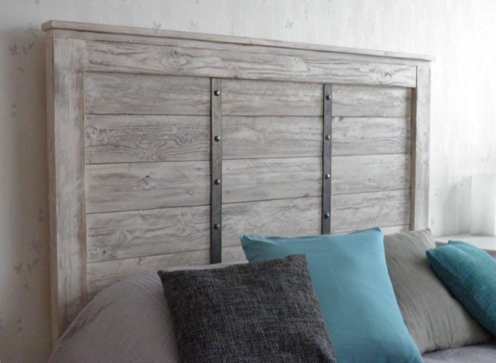 puinen-sängynpääty-valkoinen-kulutettu-sidosraudat