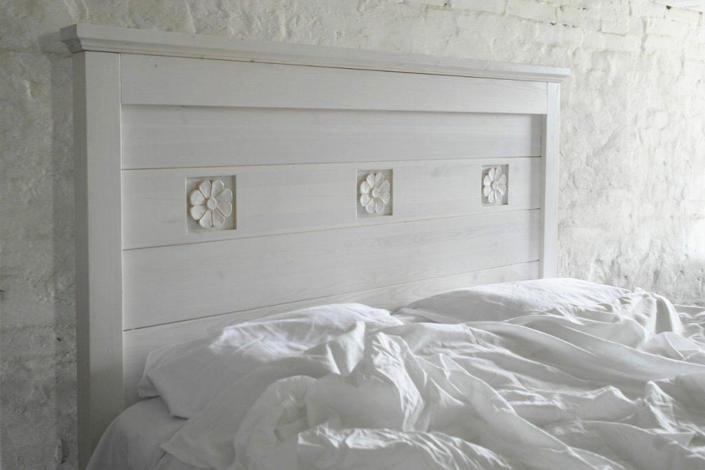 sängynpääty-massiivipuinen-valkoinen