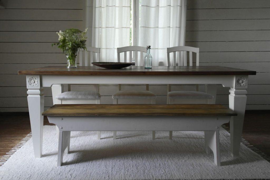 penkki-ja-pöytä-puinen-maalaisromanttinen
